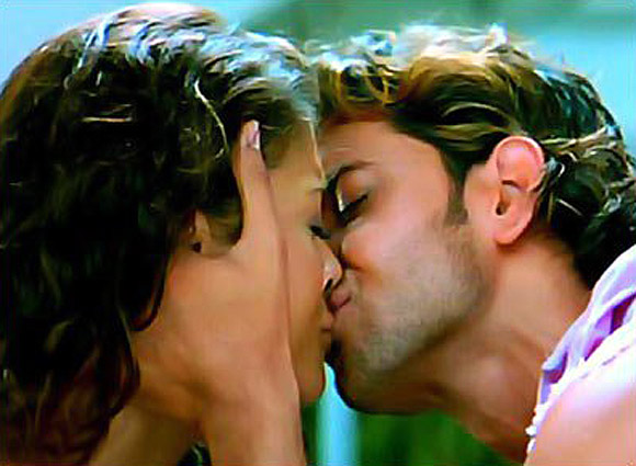 Aishwarya Rai Bachchan and Hrithik Roshan in Dhoom 2