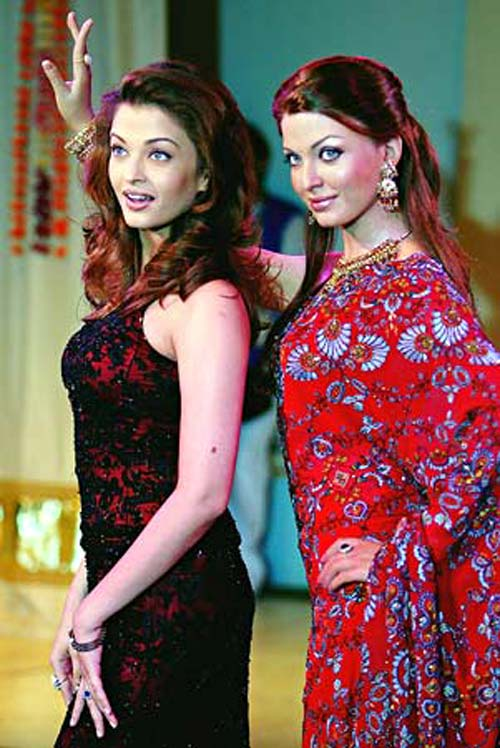 Aishwariya Rai Bachchan with her wax statue at Madame Tussauds