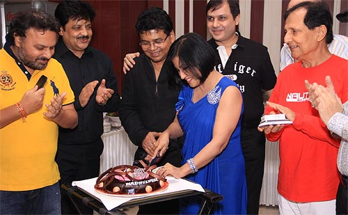 Madhushree with Udit Narayan, Robbie Badal and Saawan Kumar Tak