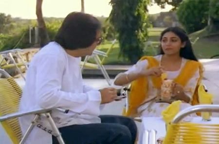 Farookh Shaikh and Deepti Naval in Chashme Buddoor