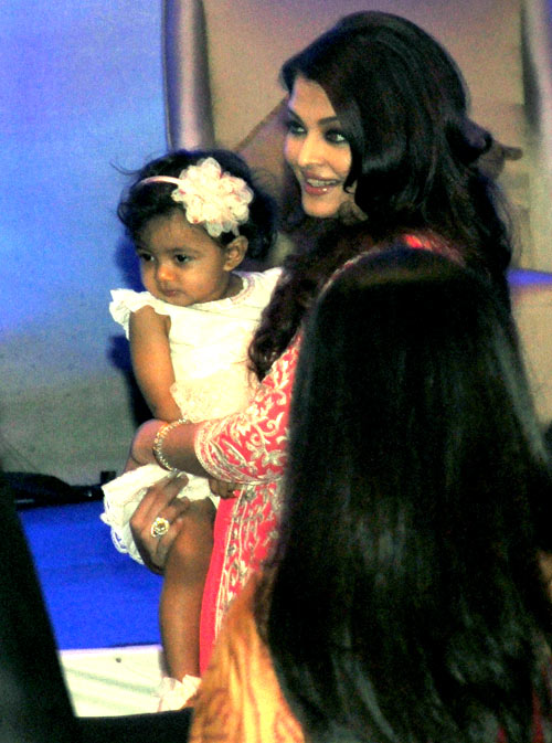 Aishwarya Rai Bachchan with her daughter Aaradhya