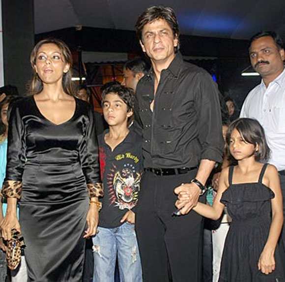 Gauri and Shah Rukh Khan with Aryan and Suhana