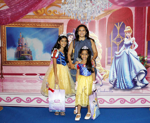 Mansi Joshi Roy with daughter Kiara (left)