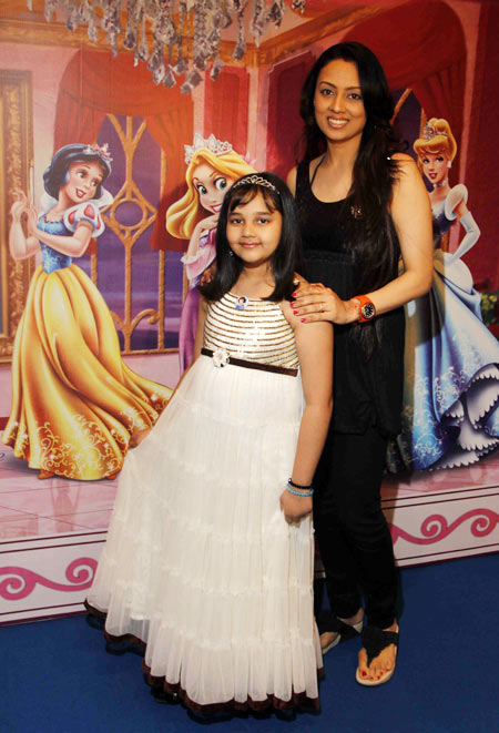 Gauri Tonk with daughter Pari