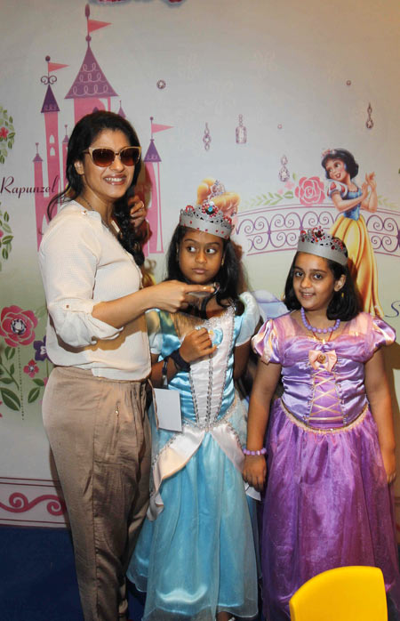 Kajol with daughter Nysa (centre)