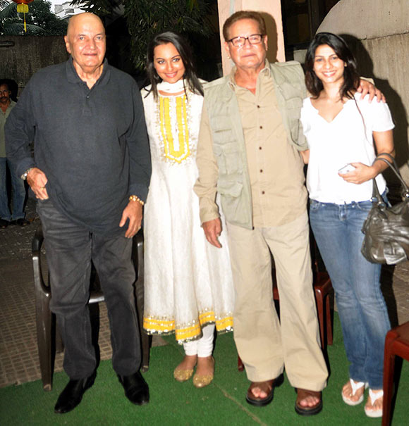Prem Chopra, Sonakshi Sinha, Salim Khan and Tanisha Mukherjee