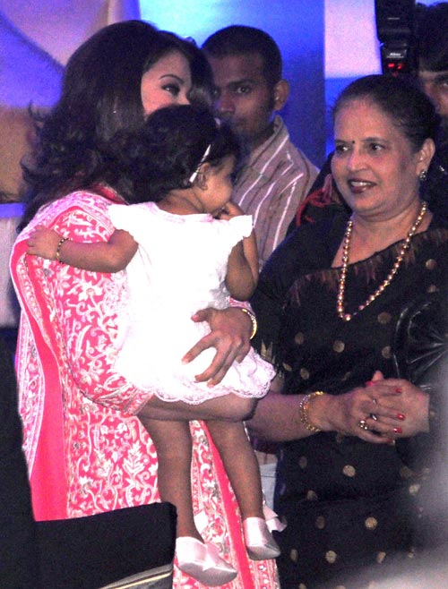 Aishwarya Rai Bachchan with her daughter Aaradhya and mother Vrinda Rai