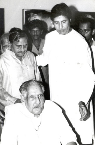 Amitabh Bachchan with father Harivansh Rai Bachchan and Mulayam Singh