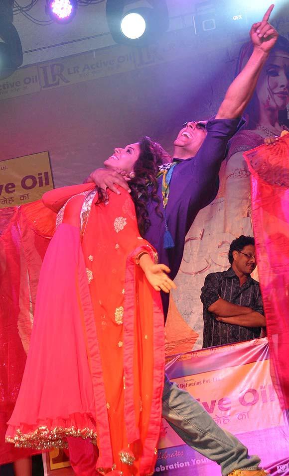 Asin and Akshay Kumar