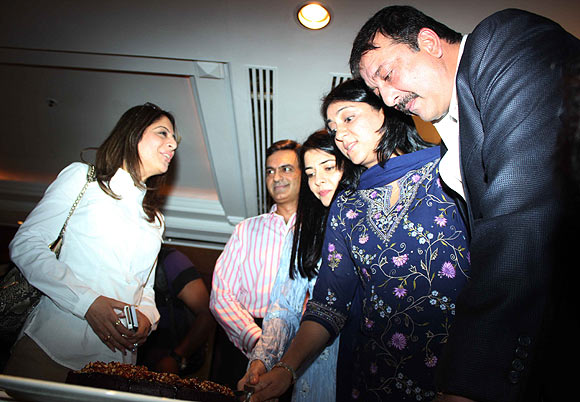 Sanjay Dutt and his sister Namrata and Priya