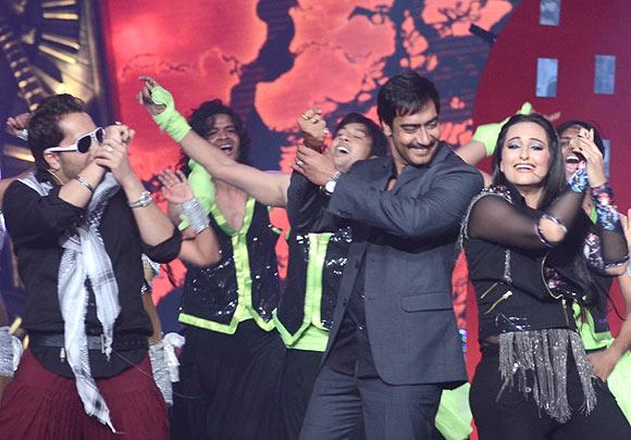 Mika Singh, Sonakshi Sinha and Ajay Devgn
