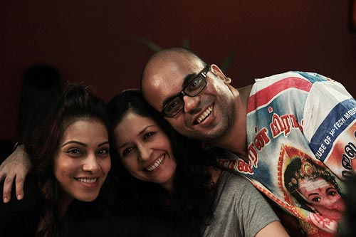 Bipasha Basu, Shernaz Patel and Suparn Verma on Aatma sets
