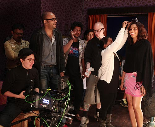 Bipasha Basu and Suparn Verma with the crew on Aatma sets