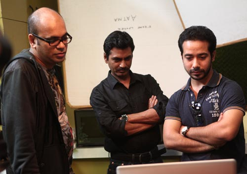 Suparn Verma, Nawazuddin Siddiqui and Abhishek Pathak on Aatma sets