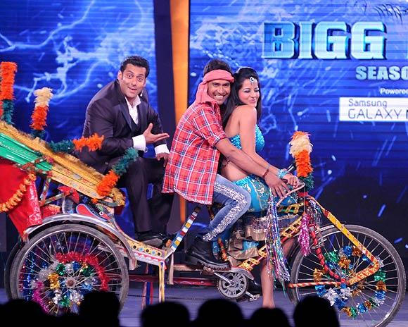 Salman Khan with Nirahua and Monalisa