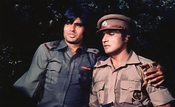 A scene from Roti Kapada Aur Makaan