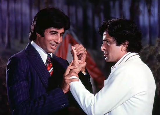 Amitabh Bachchan and Shashi Kapoor in Do Aur Do Paanch