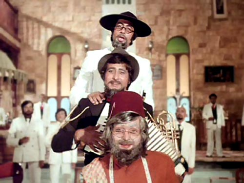 Amitabh Bachchan, Vinod Khanna and Rishi Kapoor in Amar Akbar Anthony