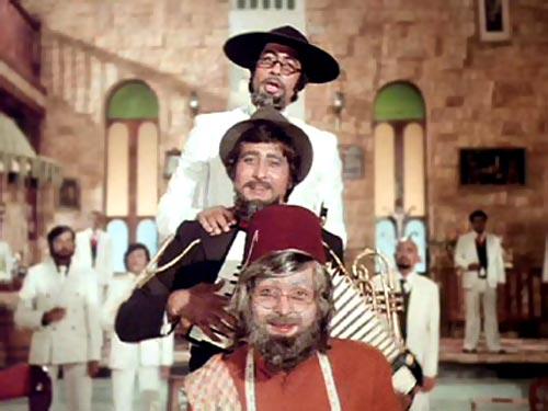 Amitabh Bachchan, Vinod Khanna and Rishi Kapoor in Amar Akbar Anthony
