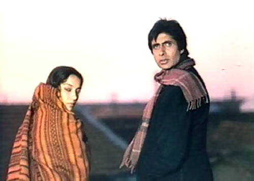 Shabana Azmi and Amitabh Bachchan in Main Azaad Hoon