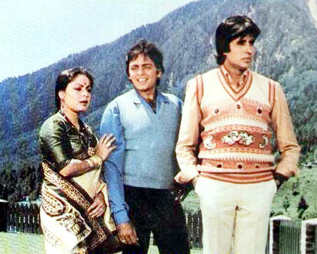 Raakhee, Vinod Mehra and Amitabh Bachchan in Bemisal