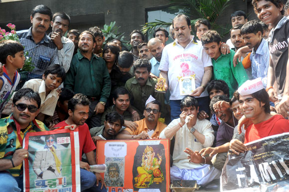 Fans waiting to wish the Big B