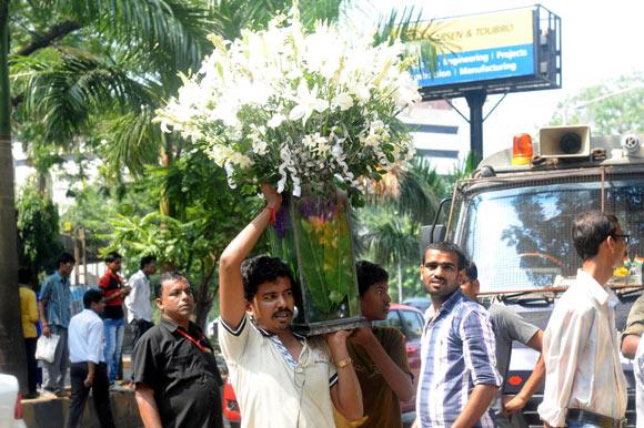 Eager fans outside Jalsa, Amitabh Bachchan's Juhu residence