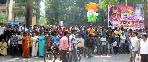 Fans outside AMitabh Bachchan's Juhu residence