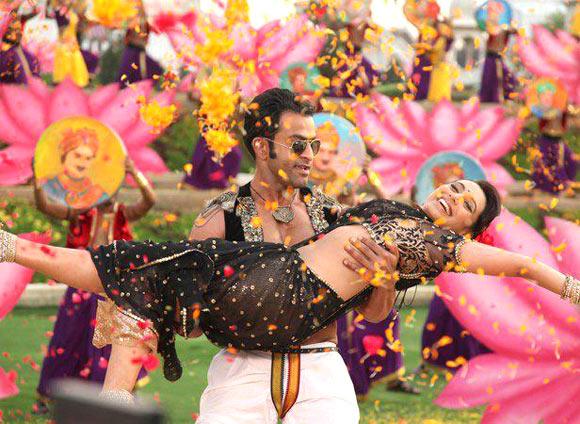 Prithviraj amd Rani Mukerji in Aiyyaa