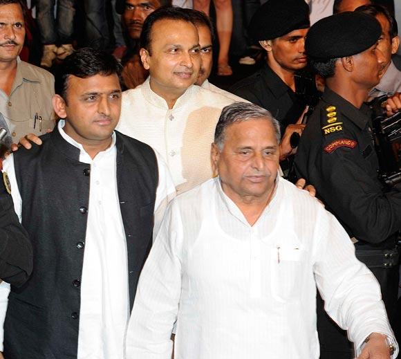 Akhilesh and Mulayam Singh Yadav, Anil Ambani