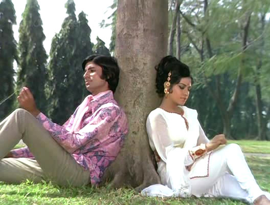 Amitabh Bachchan and Aruna Irani in Bombay To Goa
