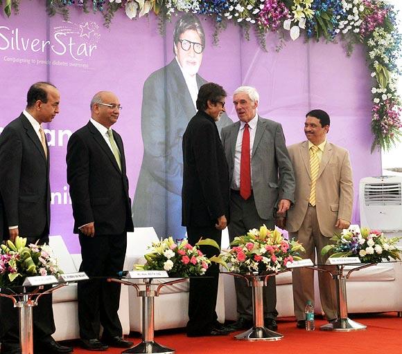 Dr Jitendra Maganti, Keith Vaz, Amitabh Bachchan, Peter Beckingham and Dr Bhujang Pai