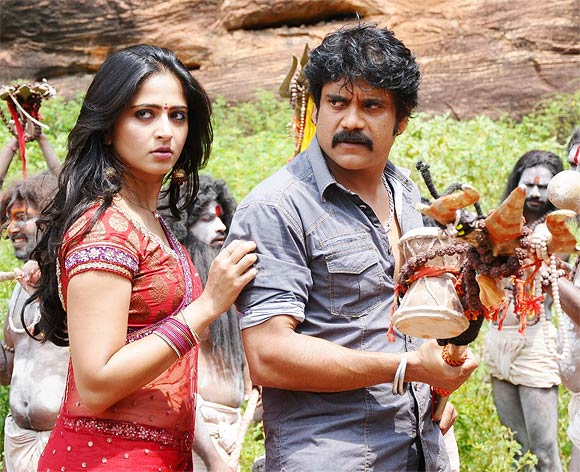 Anushka Shetty and Akkineni Nagarjuna in Damarukam