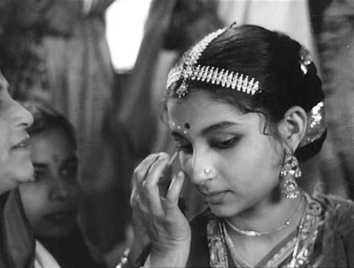Sharmila Tagore in Apur Sansar
