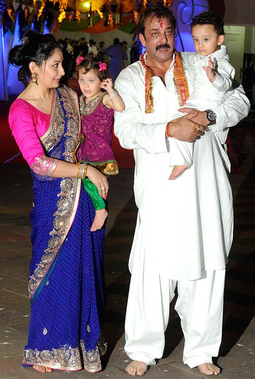 Sanjay Dutt and Manyata with twins Shahraan and Iqra