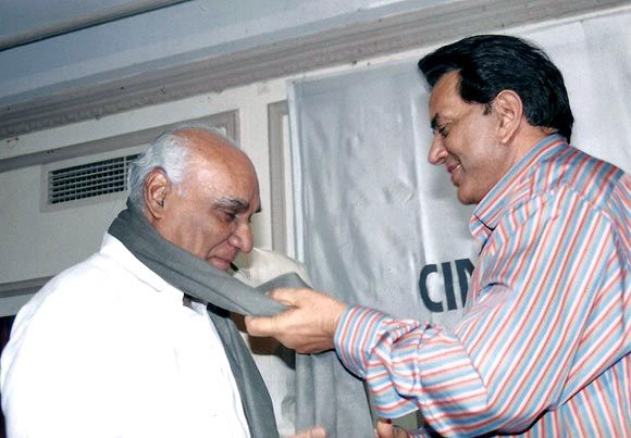 Yash Chopra  and Dharmendra
