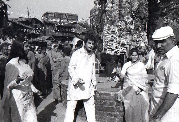 Rati Agnihotri, Dilip Kumar, Waheeda Rahman and Yash Chopra