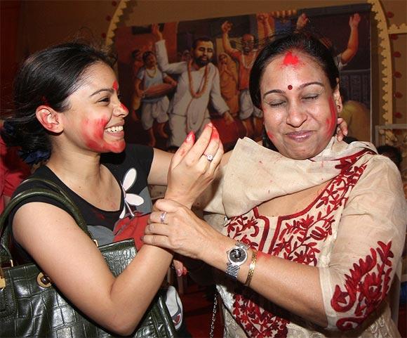 Sumona Charkravarti