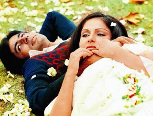 Amitabh Bachchan and Raakhee in Kabhi Kabhie