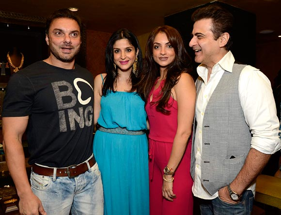 Sohail Khan, Maheep Kapoor, Seema Khan and Sanjay Kapoor