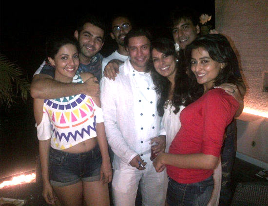 Akashdeep Saigal, Pooja Bedi and their friends