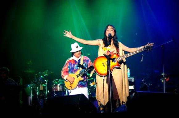 Carlos Santana jams with Soulmate