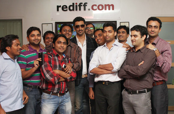 Kunal Kapoor poses with Rediff staffers