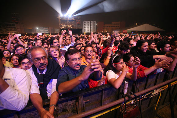 Crowd at a concert of Carlos Santana in Delhi