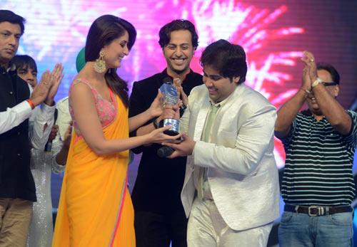 Kareena Kapoor awards Vipul Mehta