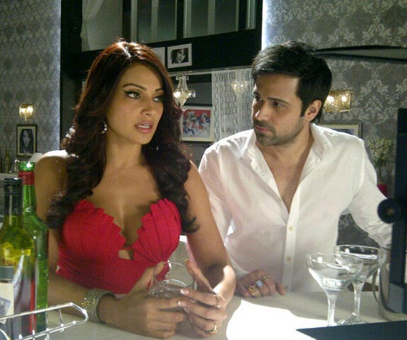 Emraan Hashmi with Bipasha Basu in Raaz 3