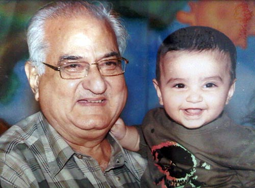 Raveena Tandon's father Ravi Tandon and son