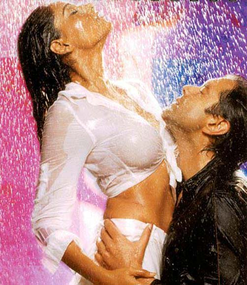 Bipasha Basu and Bobby Deol in Barsaat
