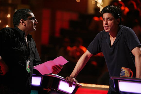 RD Tailang with Shah Rukh Khan on the KBC sets