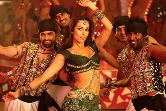 Malaika Arora Khan in Munni Badnaam Hui song in Dabangg